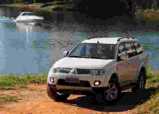 Entre asfalto e terra, o SUV deixa claro que gosta mesmo é de um terreno difícil - Murilo Góes/UOL