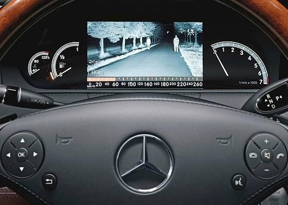 <b>Tela para visão noturna domina o painel do Mercedes-Benz Classe S</b> - Divulgação