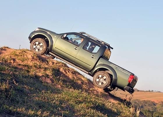 Nissan Frontier SE Attack: veículo dispensa tecnologia para mostrar disposição - Divulgação