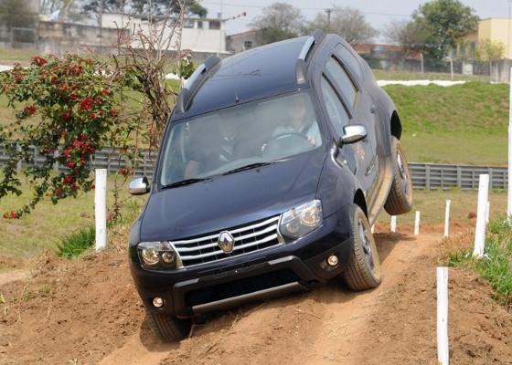 Em sua versão 4x4, o Duster tem uma boa disposição para caminhos off-road - Murilo Góes/UOL