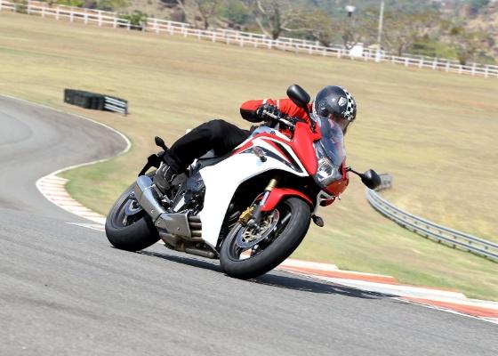 Com ciclística e motorização da Hornet, moto é opção para quem busca desempenho - Infomoto