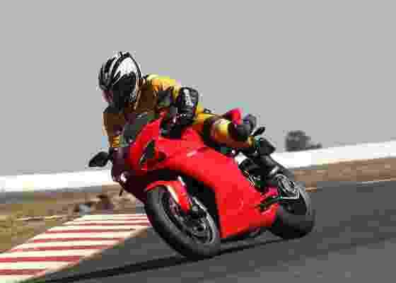 Moto tem controle de tração, motor dois cilindros de 170 cv e preço sugerido de R$ 66.900 - Mário Villaescusa/Infomoto