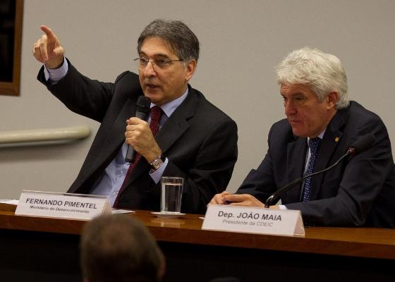 <b>O ministro Fernando Pimentel em audiência pública sobre a nova política industrial</b> - Dorivan Marinho/Folhapress