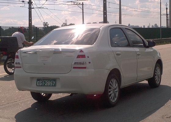 <b>Toyota Etios na marginal Pinheiros: imagine, ele não tem nada a ver com o Logan</b>  - Gerson Bellini/UOL