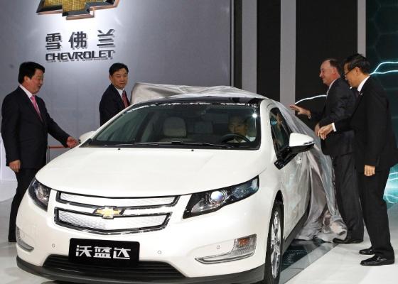 Chevrolet Volt é mostrado ao chineses durante Salão de Guangzhou. A partir de fevereiro de 2012, estrangeiros só contam com incentivo do governo se investirem em híbridos e elétricos - AP