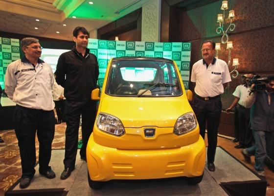 Bajaj RE60, postulante a carro mais barato do mundo, é apresentado em Nova Déli - Manish Swarup/AP