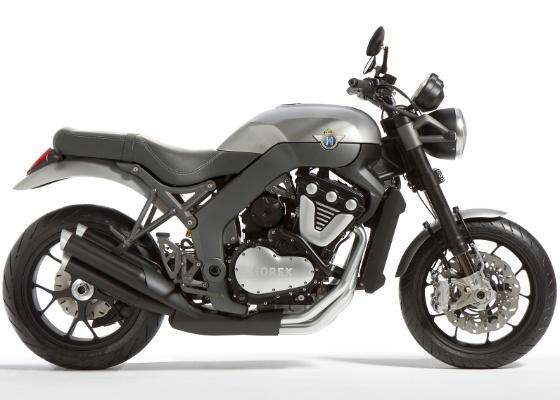 Naked tem motor de seis cilindros em V, com potência de sobra para chegar aos 250 km/h - Divulgação
