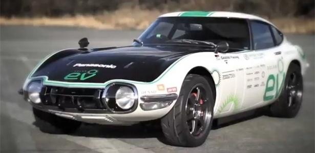"""Acima, o Toyota 2000 GT modificado pelo projeto """"Carro Louco"""": como estragar uma boa ideia - Divulgação"""