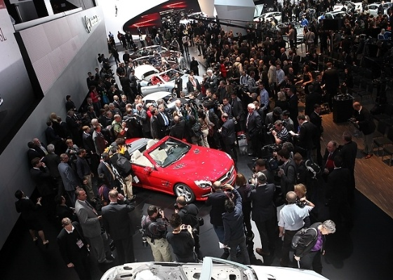 Visitantes observam estande da Mercedes no Salão de Detroit 2012: maior público desde 2005 - Divulgação/Naias