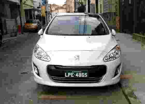 Peugeot 308 é visto limpo no Rio a duas semanas do lançamento, dias 15 e 16 de fevereiro - Gabriel Dias/UOL