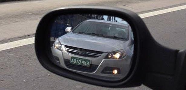 JAC J5, sedã médio da marca chinesa, surge no retrovisor de Rogério Barretto, em São Paulo - Rogério Barretto/UOL