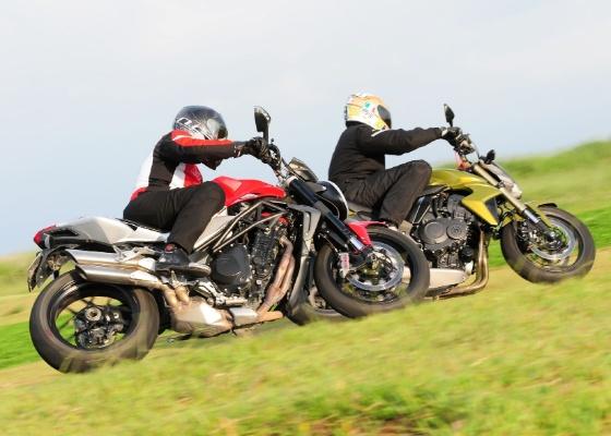 Desenho agressivo e desempenho bruto são as marcas dessa dupla de motos sem carenagem - Doni Castilho/Infomoto