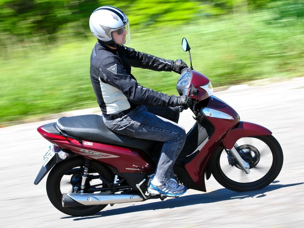 Honda Biz 125 Abusa Da Praticidade E Acaba Sendo A Queridinha Das